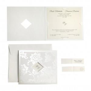 Partecipazione con decoro floreale avorio perlato e finestra con iniziali - con stampa