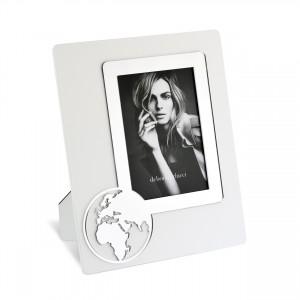 Portafoto in legno con dettaglio mondo in plex argento