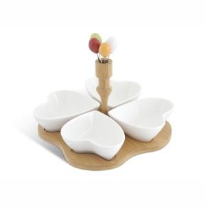 Antipastiera con cuori in ceramica con base in bamboo